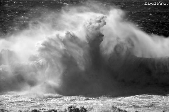 Exploding Wave by David Pu'u